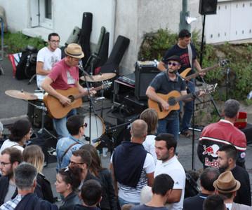 groupe musiciens dans la rue