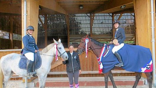 2 chevaux et cavalières médaillées