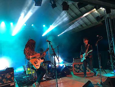 2 guitaristes sur scène