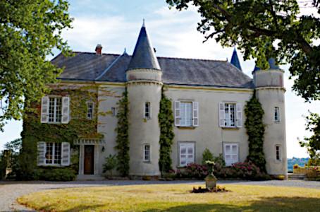 Façade du Château de Haute Roche